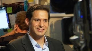 How Do You How-To With John Berman: Stay Manly Wearing Makeup