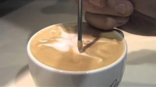 Dessins sur mousse de lait au McCafé