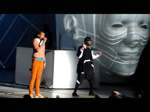 Baixar Will.I.Am & Stromae - Papaoutai - Live Surprise @ Paris Bercy #WillPowerTour 16.12.2013 HD