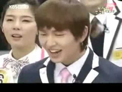 Onew and Taemin weird note when singing replay (funny)