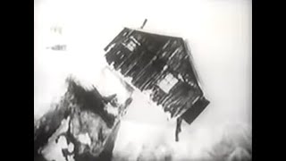 THE GOLD RUSH (1925) -- Charlie Chaplin, Georgia Hale, Mack Swain