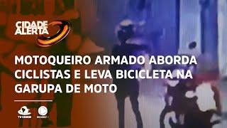 Motoqueiro armado aborda ciclistas  e leva bicicleta na garupa de moto
