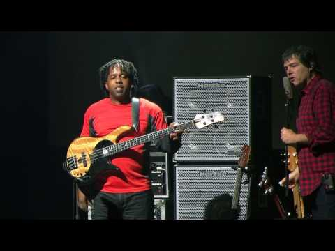 Victor Wooten - God Rest Ye Merry Gentlemen & Christmas Song Bass Jam - CBB 09