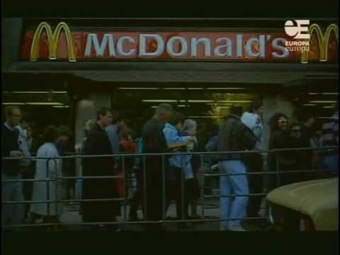Queue to first McDonalds in Moscow in 1990 - YouTube