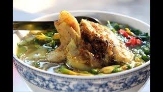 Quán bún cá Châu Đốc nhỏ xíu mà bán 30 ký cá buổi sáng, khách đông nghẹt!!!