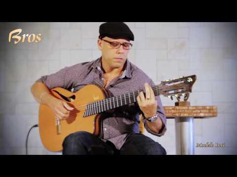 Inti Cardoso con su guitarra Francisco Bros Mod.