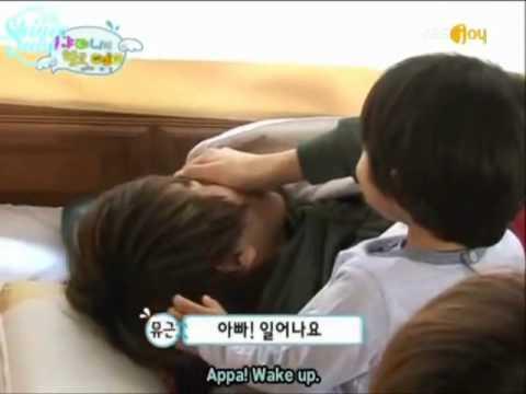 Yoogeun wakes Onew