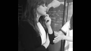 Show Jana Krause - Zákulisí - Jenovéfa Boková, před nástupem na scénu, B&W - Show Jana Krause 23. 5. 2018 - Zdroj:
