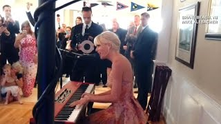 """Taylor Swift crashes couple's wedding, sings """"Blank Space"""""""