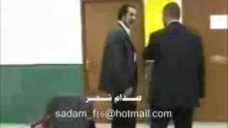 مصور يحاول الاعتداء على صدام حسين شاهد ما حدث !