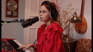 Gabrielle Aplin - Breathin (Ariana Grande Cover)