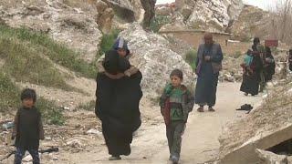 شاهد.. خروج مقاتلي داعش مع أسرهم من quotباغوزquot آخر معاقلهم  ...