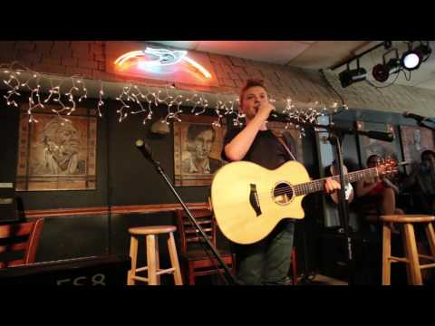 Kelsea Ballerini shows up at the Bluebird Cafe and surprises Landon Wall!!!