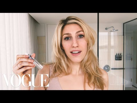 This Sex Columnist's Beauty Routine Will Make You Better at Flirting | Vogue