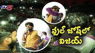 Vijay Deverkonda surprises his fans at Gokul theatre..