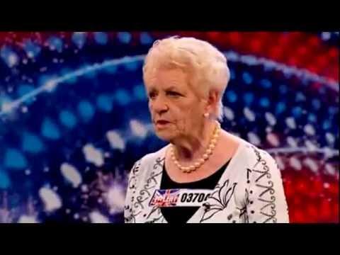 Baixar Senhora de 80 anos surpreende ao cantar no Britain's Got Talent -  No Regrets por Janey Cutler