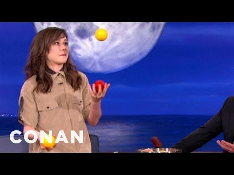Repeat youtube video Ellen Page Has Mad Juggling Skillz