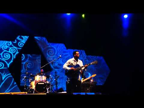 Baixar Norman Brown performing live Let's Take a Ride at Java Jazz Festival 2014