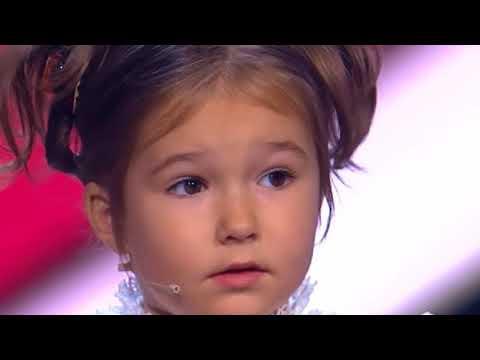 Niña canta*supe que me amabas*.la que habla siete idiomas de 5 años de rusia.