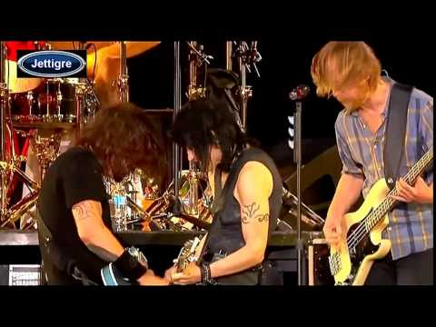 Joan Jett & The Foo Fighters - Bad Repuataion & I Love Rock N Roll ...