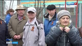 Ветераны Омского нефтезавода накануне праздника принимали поздравления и подарки