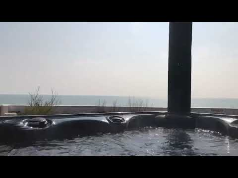 Selsey Beach House Hot Tub