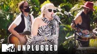 """Miley Cyrus & The Social Distancers Perform """"Gimme More"""" 