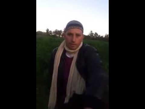 شاب جزائري ينظم قصيدة يترجى فيها #بوتفليقة عدم الترشح للرئاسيات القادمة .