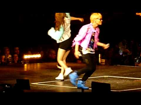 SM Town NYC - f(x) Krystal SHINee Key My First Kiss