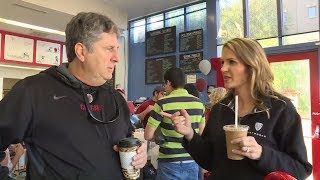 Mike Leach, Ashley Adamson visit famed Ferdinand's Ice Cream Shoppe in Pullman