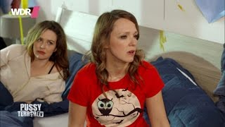 Carolin Kebekus im Bett mit Katrin Bauerfeind