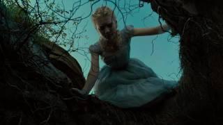 Alice aux pays des merveilles :  bande-annonce VF