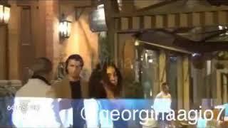 Cristiano ronaldo y Georgina rodríguez en un restaurante