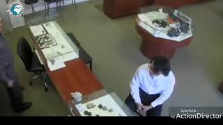 Man Runs Out Of Jewelry Store With $27K Diamond Ring