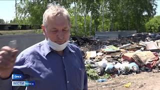 На контейнерных площадках, расположенных в дачных кооперативах, растут кучи мусора