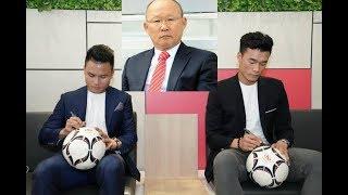 Thấy thủ môn Bùi Tiến Dũng và Quang Hải mải mê chạy show, HLV Park Hang Seo đã lên tiếng 'đe dọa'!