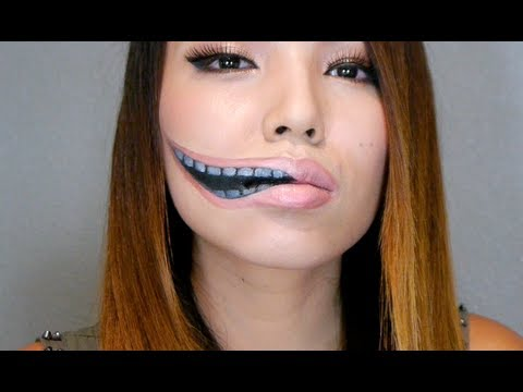 Creepy Stretched Lips Make-up - YouTube