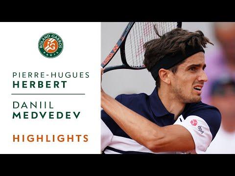 Pierre-Hugues Herbert vs Daniil Medvedev - Round 1 Highlights | Roland-Garros 2019