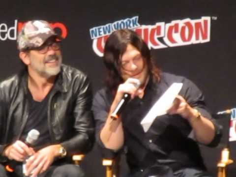 Norman reedus reads andrew lincoln s message the walking dead panel