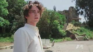 Freddie Highmore visits Psycho house, Bates Motel at Universal Studios Hollywood for SDCC 2013