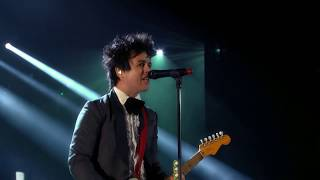 """Green Day perform """"Basket Case"""" at the 2015 Rock & Roll Hall of Fame Induction Ceremony"""