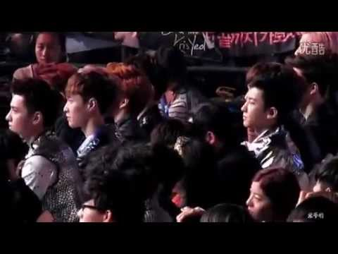 130414 EXO Watching Hangeng Receive Best Album Production Award @ 13th Annual Billboard Awards