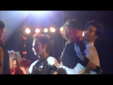 130115 GDA ENDING - SUHO & KAI HUG ♥