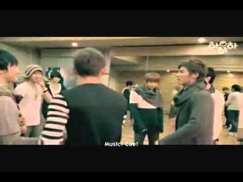 YUNHO dance to SHERLOCK (Shinee) @1:43