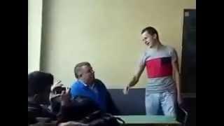 JAVNOST U ŠOKU: Snimci otkrili brutalno iživljavanje učenika nad profesorom u Cazinu VIDEO