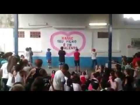 Baixar Meninos da escola Waldery dançando