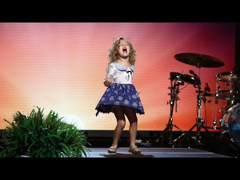 5-Year-Old 'Moana' Fan Sings Her Heart Out