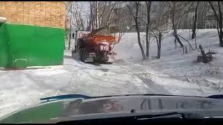 Дорожники продолжают ликвидировать последствия снегопада