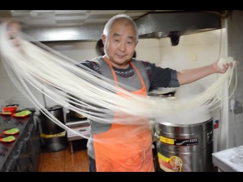 Od kuchni: Jak sie robi chińskie noodle? || Chinese hand pulled noodles (made in China)