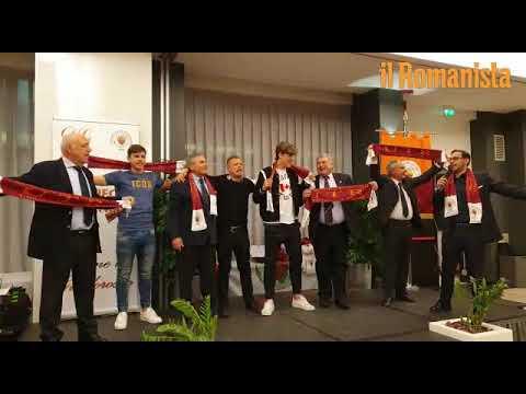 VIDEO - Zaniolo e Coric cantano l'inno della Roma coi tifosi